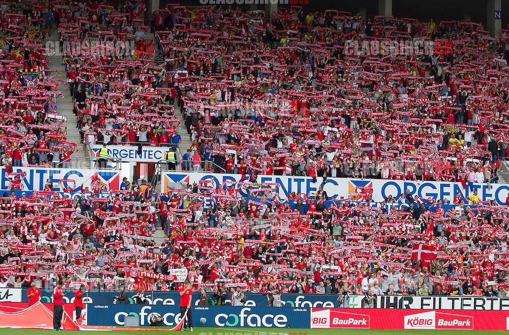 FOOTBALL: Fans with scarves before during the Bundesliga match between 1. FSV Mainz 05 and Borussia Dortmund at Coface Arena on September 20, 2014 in Mainz, Germany. Photo: Claus Birch.
