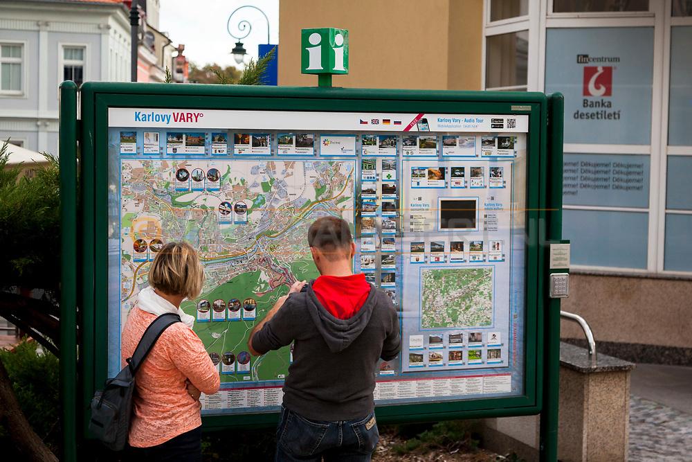 20-09-2015: Stadscentrum in Karlovy Vary (Karlsbad), Tsjechië. Foto: Plattegrond