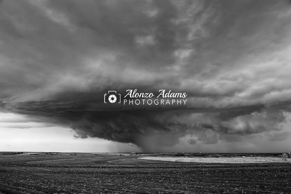 A thunderstorm near Mountain View, Oklahoma. Photo copyright © 2016 Alonzo J. Adams