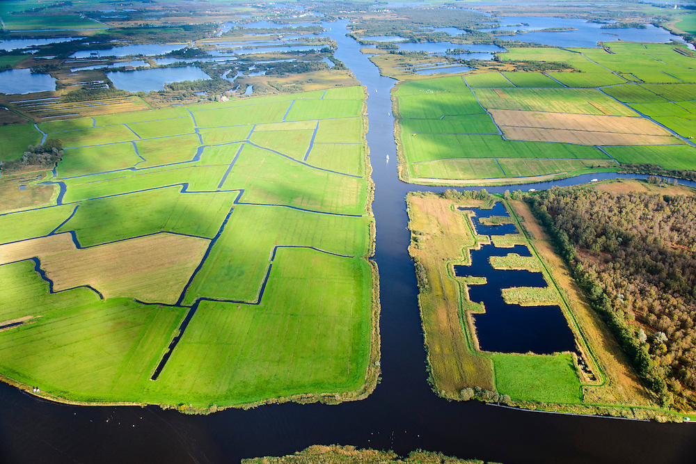 Nederland, Friesland, Alde Feanen, 10-10-2014;<br /> De Oude Venen, rechtsonder Polder de Wildlanden met Rengerspole.<br /> The old peatlands, Frisian peatland and bog, nature reserve.<br /> luchtfoto (toeslag op standard tarieven);<br /> aerial photo (additional fee required);<br /> copyright foto/photo Siebe Swart