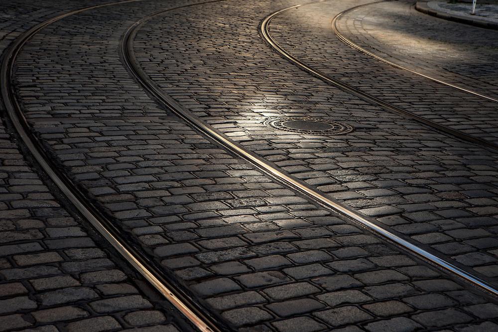 Strassenbahnschinen im Prager Kopfsteinpflaster auf der Kleinseite (Mala Strana)