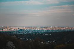 THEMENBILD - Menschen geniessen den Ausblick vom Kahlenberg auf Wien in Folge des Coronavirus-Ausbruchs in Oesterreich, aufgenommen am 12.04.2020, Wien, Oesterreich // People enjoy the view from the Kahlenberg towards Vienna as a result of the coronavirus outbreak in Austria, Vienna, Austria on 2020/04/12. EXPA Pictures © 2020, PhotoCredit: EXPA/ Florian Schroetter