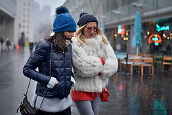 """© Licensed to London News Pictures. 18/03/2018. LONDON, UK.  Tourists and Londoners on the South Bank are caught in a late afternoon blizzard as the mini """"beast from the east"""" weather system continues to bring frigid weather to the UK.  Photo credit: Stephen Chung/LNP"""