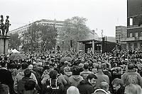Oslo 20111105. Mellom 10.000 og 15.000 mennesker samlet på rådhusplassen i Oslo under den oransje timen dagen før cupfinalen mellom Brann og AaFK.<br /> Foto: Svein Ove Ekornesvåg
