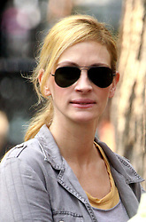 Aug 04, 2009 - New York, New York, USA - Actress JULIA ROBERTS films a scene from her new movie 'Eat, Pray Love' in Tompkins Square Park (Credit Image: ZUMApress.com)