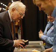 5/5/07  Omaha NE  Warren Buffett buys an ice cream bar on the floor at Qwest Center Omaha just before the start of the Berkshire Hathaway annual meeting Saturday morning...(photo by Chris Machian/Prarie Pixel Group).