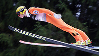 Hopp, 01.12.2001 Titisee-Neustadt, Deutschland,<br />Der Finne Jussi Hautamaki am Samstag (01.12.2001) beim Weltcup Skispringen in Titisee-Neustadt, Schwarzwald. <br />Foto: EJAN PITMAN/Digitalsport