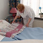 Bejaardentehuis Vooranker Huizen, bewoners, verzorgster, verzorging, verpleging