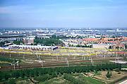 Nederland, Amsterdam, Spaandammerbuurt, 17/05/2002; opstelsporen van de NS en lijnwerkplaats (reparatie treinen), in de achtergrond havengebied met vrachtschepen en overslag goederen; Spaandammerbuurt: architectuur Amsterdamse School; aan de horizon Amsterdam Noord met scheepswerven; verkeer en vervoer economie wonen werken;<br /> luchtfoto (toeslag), aerial photo (additional fee)<br /> foto /photo Siebe Swart