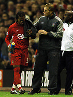 Fotball<br /> Premier League 2004/05<br /> Liverpool v Arsenal<br /> 28. november 2004<br /> Foto: Digitalsport<br /> NORWAY ONLY<br /> Rafael Benitez loses another striker as Florent Sinama Pongolle limps off