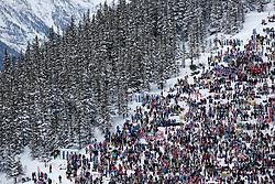 19.01.2013, Lauberhornabfahrt, Wengen, SUI, FIS Weltcup Ski Alpin, Abfahrt, Herren, im Bild Zuschauer verfolgen das Rennen bei der Wengernalp // during mens downhillrace of FIS Ski Alpine World Cup at the Lauberhorn downhill course, Wengen, Switzerland on 2013/01/19. EXPA Pictures © 2013, PhotoCredit: EXPA/ Freshfocus/ Christian Pfander..***** ATTENTION - for AUT, SLO, CRO, SRB, BIH only *****