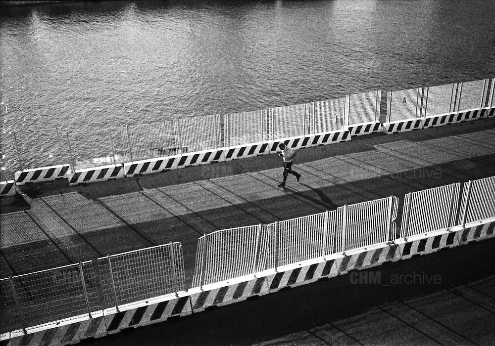 Me ne andai verso il mare<br /> a cercare un ricordo,<br /> a trovare un passato,<br /> di quando era tempo d'amare.<br /> <br /> agosto  2016 . Daniele Stefanini /  OneShot