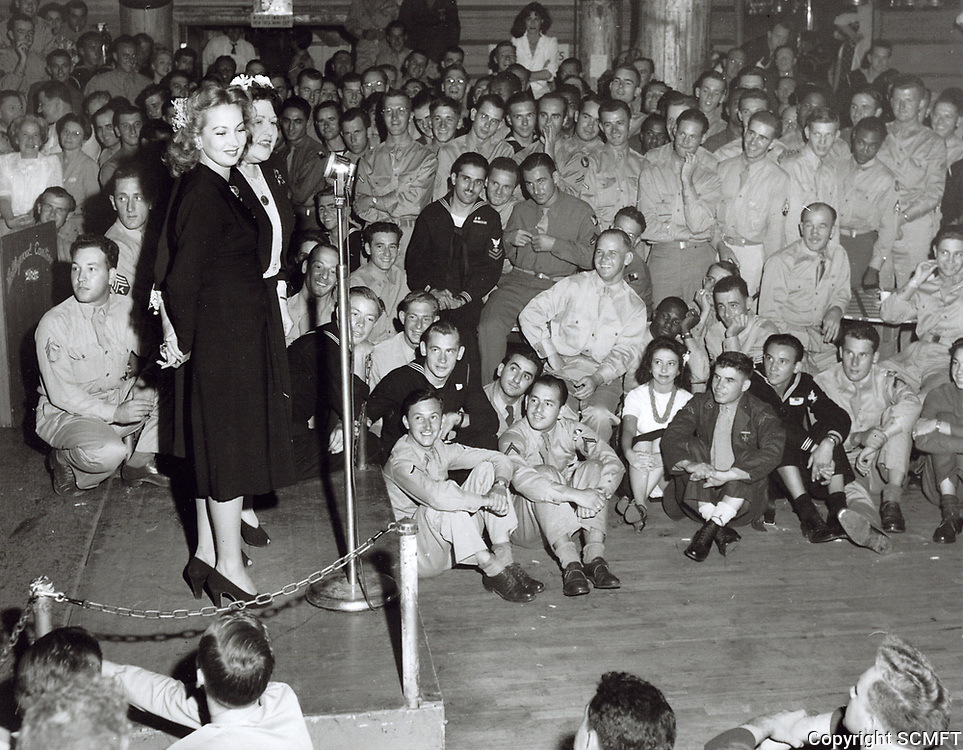 1943 Ann Southern & Louella Parsons at the Hollywood Canteen