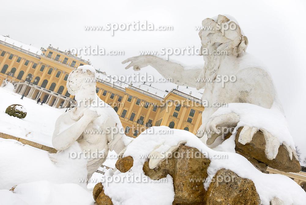 THEMENBILD - Schönbrunn liegt im 13. Wiener Gemeindebezirk Hietzing. Das Schloss Schönbrunn ist das größte Schloss und eines der bedeutendsten und meistbesuchten Kulturgüter Österreichs. Wie auch der Schlosspark gehört es zum UNESCO-Weltkulturerbe., im Bild eine Statue vor dem Schloss. Aufgenommen am 03. Februar 2017 // Schönbrunn is in the 13th municipal District of Vienna Hietzing. The Schönbrunn palace is the largest castle and one of the most important and most popular cultural properties of Austria. The palace as well as the castle grounds are part of the UNESCO World Cultural Heritage, This picture shows a statue in front of the palace, Vienna, Austria on 2017/02/03. EXPA Pictures © 2017, PhotoCredit: EXPA/ Sebastian Pucher