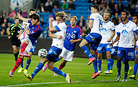 Fotball<br /> Tippeligaen<br /> Ullevål Stadion 20.09.14<br /> Vålerenga VIF - Molde MFK<br /> Vidar Ørn Kjartansson skyter og roper på hands , Per Egil Flo<br /> Foto: Eirik Førde