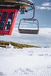 THEMENBILD - der Sessellift am Resterkogel mit Wiese und Skipiste, aufgenommen am 12. Oktober 2018, Jochberg, Österreich // the chairlift at the Resterkogel with meadow and ski slope on 2018/10/12, Ort, Austria. EXPA Pictures © 2018, PhotoCredit: EXPA/ Stefanie Oberhauser