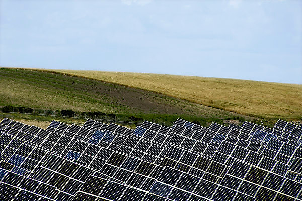 Spanje, Cuervo, 10-5-2010Een terrein vol zonnepanelen vormt een energiecentrale die stroom opwekt. In het zuiden van Spanje staan al veel zonnecentrales. Solar panels create electricity.Foto: Flip Franssen/Hollandse Hoogte
