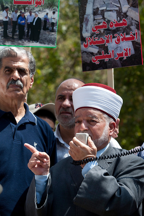 Jerusalem Mufti Mohammed Hussein delievers a speech as Palestinians protest against the destruction of old Muslim graves in the old Muslim cemetry located in central Jerusalem, on August 18, 2010, as the graves are supposedly destroyed to make way for a planned Museum of Tolerance.