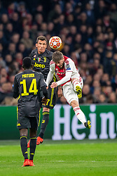 10-04-2019 NED: Champions League AFC Ajax - Juventus,  Amsterdam<br /> Round of 8, 1st leg / Ajax plays the first match 1-1 against Juventus during the UEFA Champions League first leg quarter-final football match / Mario Mandzukic #17 of Juventus, Lasse Schone #20 of Ajax