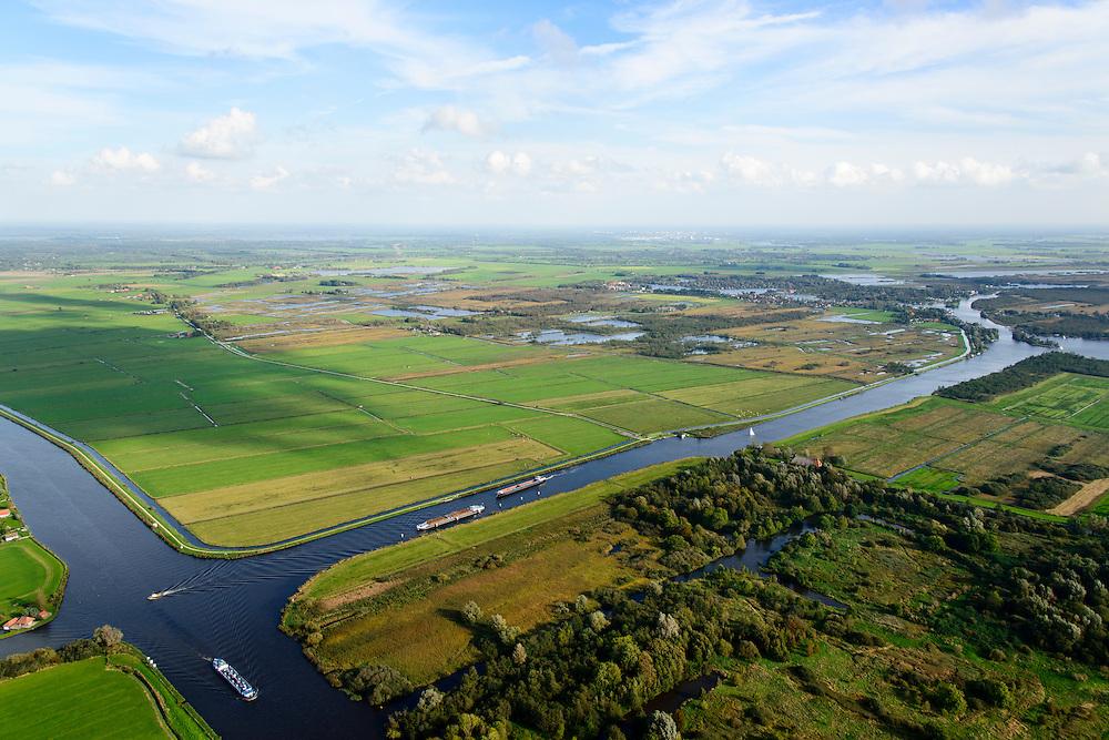Nederland, Friesland, Alde Feanen, 10-10-2014;<br /> De Oude Venen, Kruiswaters. Kruising van de vaarwegen Lanhe Sloot en Prinses Margrietkanaal (links). Eernewoude aan de horizon.<br /> The old peatlands, Frisian peatland and bog, nature reserve.<br /> luchtfoto (toeslag op standard tarieven);<br /> aerial photo (additional fee required);<br /> copyright foto/photo Siebe Swart