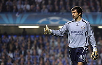 Photo: Paul Thomas.<br /> Chelsea v Barcelona. UEFA Champions League, Group A. 18/10/2006.<br /> <br /> Hilario, the new Chelsea keeper give the thumbs up.