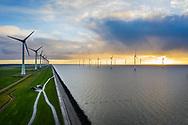 Nederland, IJsselstein, 20190103<br /> Windpark bij Urk, het grootste windpark van Nederland. Windmolens staan zowel op het land als in het IJsselmeer. <br /> <br /> Foto (c) Michiel Wijnbergh