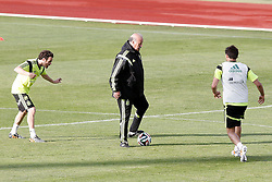 28.05.2014, Madrid, ESP, FIFA WM, Vorbereitung Spanien, Training, im Bild coach Vicente Del Bosque (c), Juan Mata (l) and Javi Martinez // during a practice session at the Trainingscamp of Team Spain for Preparation of the FIFA Worldcup Brasil 2014, Madrid, Spain on 2014/05/28. EXPA Pictures © 2014, PhotoCredit: EXPA/ Alterphotos/ Acero<br /> <br /> *****ATTENTION - OUT of ESP, SUI*****
