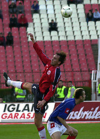 Fotball<br /> Treningskamp<br /> Serbia og Montenegro v Norge<br /> 31. mars 2004<br /> Beograd<br /> Foto: Digitalsport<br /> Norway Only<br /> <br /> Claus Lundekvam(L) from Norway and Daniel Ljuboja(R) from Serbia&Montenegro