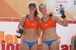 20160724 NED: NK Beachvolleybal 2016, Scheveningen <br />Jolien Sinnema, Rimke Braakman<br />©2016-FotoHoogendoorn.nl / Pim Waslander