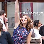 NLD/Amsterdam/20130506 -  Boekpresentatie 'De hartsvriendin' van Heleen van Royen, Heleen van Royen zwaaiend