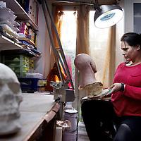Nederland, Amsterdam , 17 maart 2015.<br /> Archeoloog en fysisch antropoloog Maja d'Hollosy is gespecialiseerd in in het maken van gezichtsreconstructies.<br /> <br /> Foto:Jean-Pierre Jans
