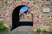 France, Pyrénées-Atlantiques (64), Pays Basque, Saint-Jean-Pied-de-Port, la porte Saint-Jacques// France, Pyrénées-Atlantiques (64), Basque Country, Saint-Jean-Pied-de-Port