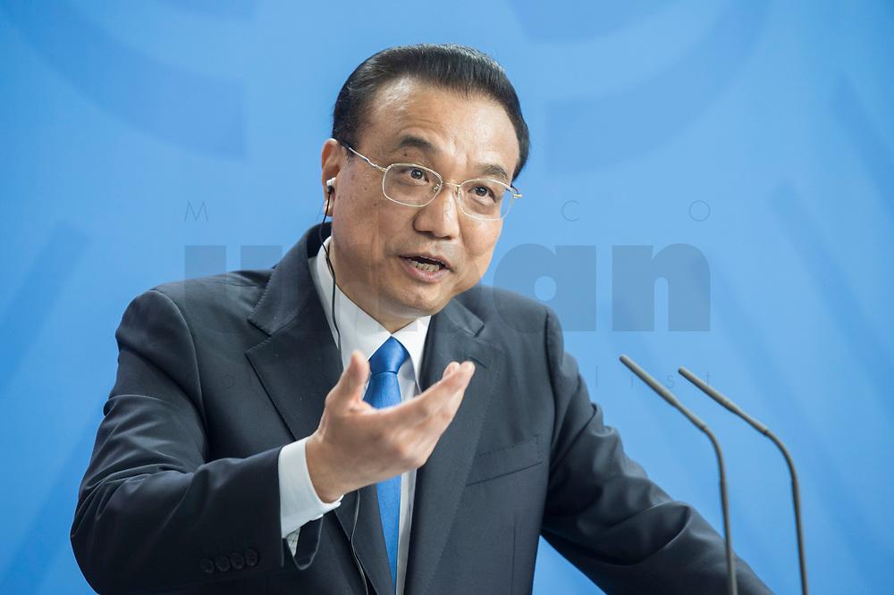 09 JUL 2018, BERLIN/GERMANY:<br /> Li Keqiang, Ministerpraesident der VR China, waehrend einer Pressekonferenz zu den Ergebnissen der Deutsch-Chinesische Regierungskonsultationen, Bundeskanzleramt<br /> IMAGE: 20180709-02-071