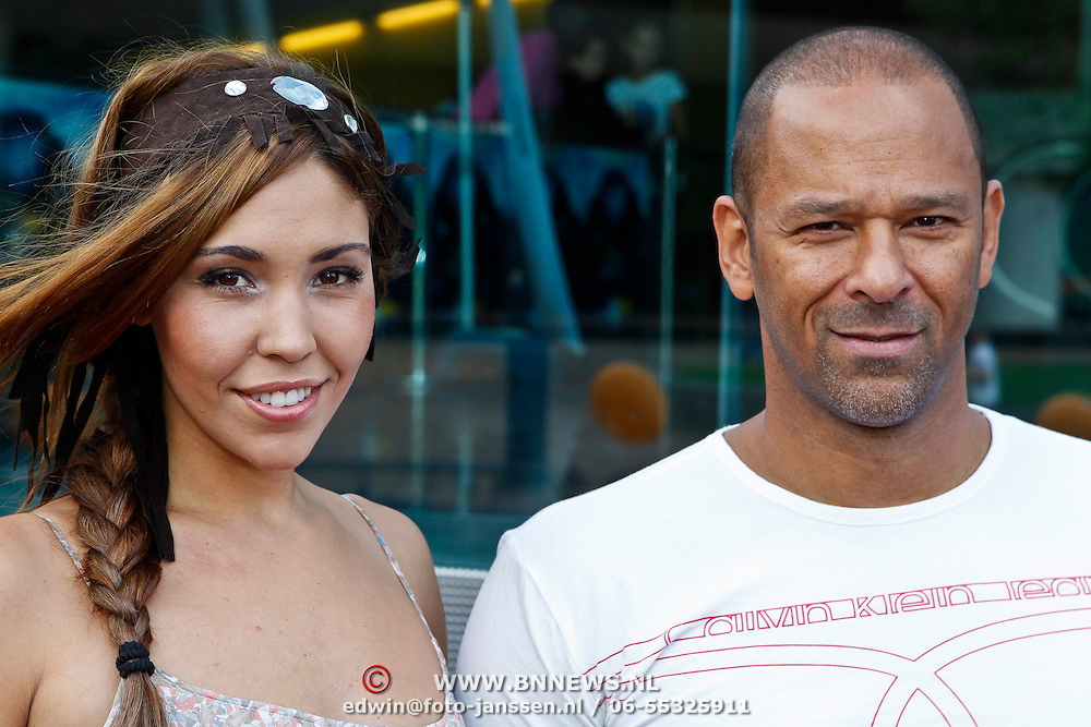 NLD/Amsterdam/20100818 - Premiere The Last Airbender 3D, Hind Larrousie Tahiri en partner Eddy