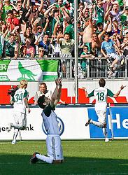 24.04.2010, Volkswagen Arena, Wolfsburg, GER, 1.FBL, VfL Wolfsburg vs 1.FC Koeln, im Bild Josue (Wolfsburg #7) faellt auf die Knie nach dem Tor von  Mario Mandzukic (Wolfsburg #18) .EXPA Pictures © 2011, PhotoCredit: EXPA/ nph/  Schrader       ****** out of GER / SWE / CRO  / BEL ******