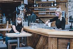 14.05.2020, Kaprun, AUT, Coronavirus in Österreich, im Bild Mitarbeiter des Restaurants, Bar, Disco Baumbar bei den Vorbereitungen der Wiedereröffnung für Gäste während der Coronavirus Pandemie // Employees of the restaurant, bar, disco Baumbar in the preparation of the reopening for guests during the World Wide Coronavirus Pandemic in Kaprun, Austria on 2020/05/14. EXPA Pictures © 2020, PhotoCredit: EXPA/ JFK