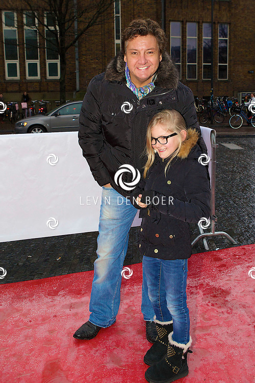 UTRECHT - Op de Neude te Utrecht presenteerde Lego hun filmtruck.  Met op de foto René Froger met zijn kleinkind Charlie. FOTO LEVIN DEN BOER - PERSFOTO.NU