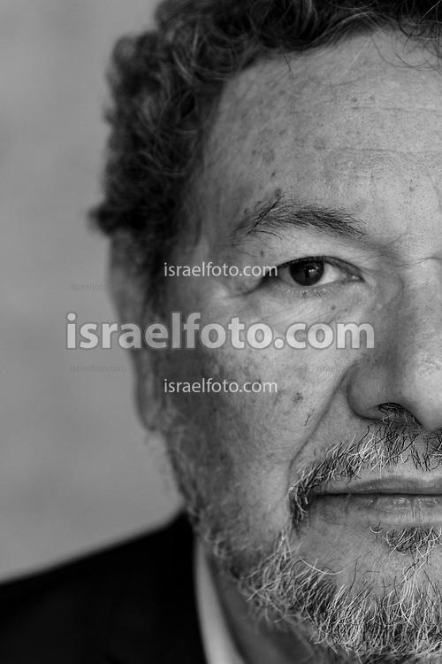 El escritor Élmer Mendoza, originario de Culiacán, Sinaloa.  /  Elmer Mendoza, writer, born in Culiacán, Sinaloa.