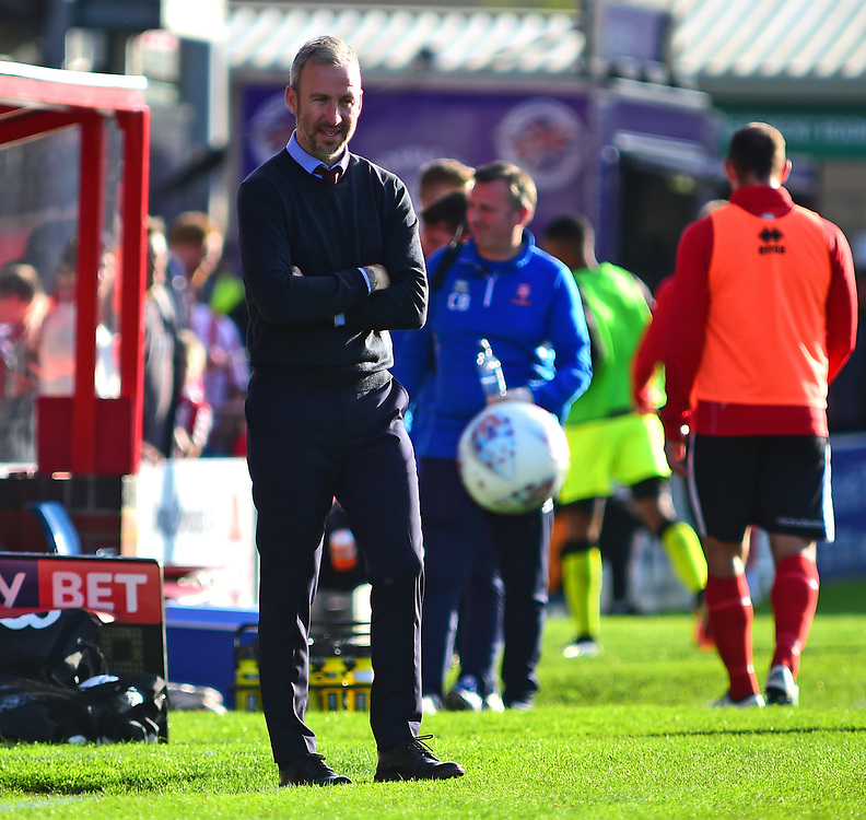 Cambridge United manager Shaun Derry shouts instructions to his team from the technical area<br /> <br /> Photographer Andrew Vaughan/CameraSport<br /> <br /> The EFL Sky Bet League Two - Lincoln City v Cambridge United - Saturday 14th October 2017 - Sincil Bank - Lincoln<br /> <br /> World Copyright © 2017 CameraSport. All rights reserved. 43 Linden Ave. Countesthorpe. Leicester. England. LE8 5PG - Tel: +44 (0) 116 277 4147 - admin@camerasport.com - www.camerasport.com