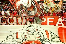 Torcedores colorados durante a partida da Libertadores da América, no estádio Beira Rio, em Porto Alegre. FOTO: Jefferson Bernardes/Preview.com