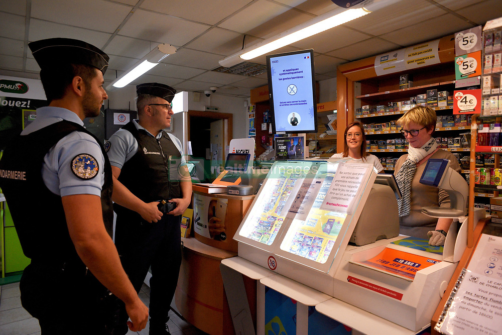 During the coronavirus crisis - covid 19 report to the contact brigade of the gendarmerie Fegersheim. The gendarmes and the municipal police ensure the respect of the containment, the sanitary measures, the certificates of displacement. They carry out control, security and intelligence missions on the markets, in shops and companies in the area.