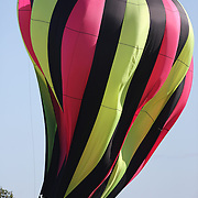 Cheng Peng, China, lands his hot air balloon during practice day for the World Hot Air Ballooning Championships in Battle Creek, Michigan, USA. 17th August 2012. Photo Tim Clayton