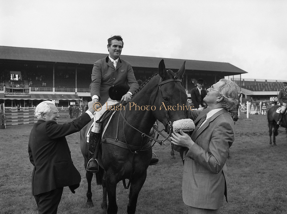 """07/08/1980<br /> 08/07/1980<br /> 07 August 1980<br /> R.D.S. Horse Show: John Player Top Score Competition, Ballsbridge, Dublin.  Harvey Smith (Great Britain) winner, on """"Sanyo Music Centre"""" being congratulated by the President of the R.D.S. Professor John Carroll (Left) and receiving the winners rosette from Oliver Casey, Managing Director, John Player."""