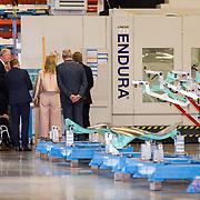 NLD/Hoogeveen/20190918 - Koningspaar brengt bezoek Zuid-west Drenthe, Koning Willem Alexander en Koningin Maxima krijgen rondleiding door de fabriek van Fokker