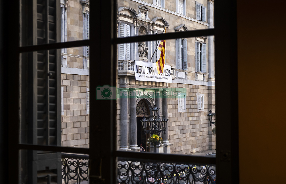 March 22, 2019 - Barcelona, Catalonia, Spain - The new banner calling for freedom of expression is seen on the balcony of the Generalitat of Catalonia from an adjoining building..Three hours after fulfilling the mandate of the Central Electoral Board, President Quim Torra deploys a new banner on the balcony of the Generalitat of Catalonia in defense of freedom of expression. (Credit Image: © Paco Freire/SOPA Images via ZUMA Wire)
