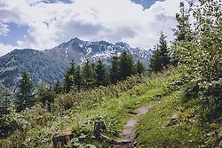 THEMENBILD - ein Wanderweg am Maiskogel mit Blick auf die umliegende Bergwelt (Imbachhorn), aufgenommen am 24. Mai 2020 in Kaprun, Oesterreich // a hiking trail on the Maiskogel with views of the surrounding mountain world (Imbachhorn) in Kaprun, Austria on 2020/05/24. EXPA Pictures © 2020, PhotoCredit: EXPA/Stefanie Oberhauser