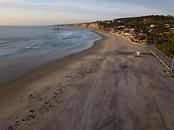 March 28, 2020, San Diego, California, USA: La Jolla Shores beach, a popular beach among tourists, surfers, and scuba divers in San Diego is empty and closed to the public due to coronavirus. (Credit Image: © KC Alfred/ZUMA Wire)