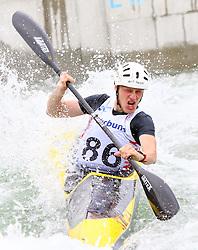 27.06.2015, Verbund Wasserarena, Wien, AUT, ICF, Kanu Wildwasser Weltmeisterschaft 2015, K1 men, im Bild Damian Kukec (CRO) // during the final run in the men's K1 class of the ICF Wildwater Canoeing Sprint World Championships at the Verbund Wasserarena in Wien, Austria on 2015/06/27. EXPA Pictures © 2014, PhotoCredit: EXPA/ Sebastian Pucher