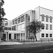 Frankfurt am Main, Germany, Darmstadt, 1986: Exterior view the Museum for the Decorative Arts at Schaumainkai St. - Richard Meier Architect - Photographs by Alejandro Sala