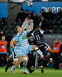 Stafford McDowall of Glasgow Warriors goes for the high ball<br /> <br /> 2nd November, Liberty Stadium , Swansea, Wales ; Guinness pro 14's Ospreys Rugby v Glasgow Warriors ;  <br /> <br /> Credit: Simon King/News Images<br /> <br /> Photographer Simon King/Replay Images<br /> <br /> Guinness PRO14 Round 8 - Ospreys v Glasgow Warriors - Friday 2nd November 2018 - Liberty Stadium - Swansea<br /> <br /> World Copyright © Replay Images . All rights reserved. info@replayimages.co.uk - http://replayimages.co.uk